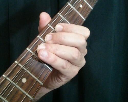 Apoya dedo 3 con dedos 1 y 2 en bends