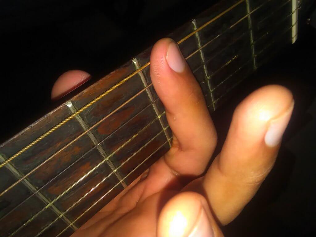 como hacer cejilla en la guitarra